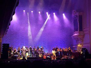 Konzert in der Laeiszhalle: Stefan Gwildis mit 'HandsUp' auf der Bühne der ausverkauften Laeizshalle