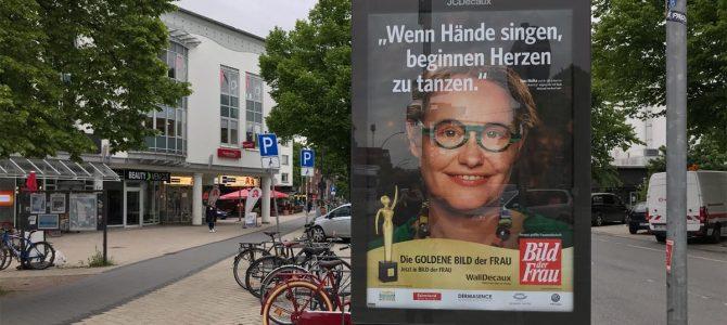 GOLDENE BILD der FRAU: Ines Helke mit 'HandsUp'